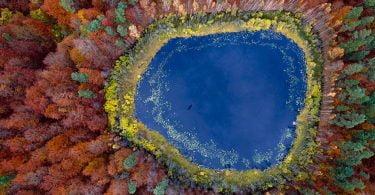 Un lac in Pomerania, Polonia